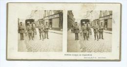 Vues Stéréoscopiques Photo Sur Carton - Soldats Boches En Réquisition - Clermont Oise A Confirmer Guerre - Stereoscopio