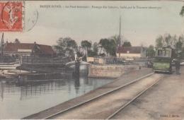 Bassin Rond    Le pont Tournant    Passage des bateaux, hales par le tracteur Electrique           scan 8821