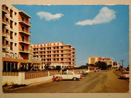 Mobylette, Peugeot 404, Paseo Maritimo, Malgrat De Mar - Passenger Cars