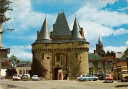 CPSM -  LA FERTE BERNARD - PORTE DE LA VILLE  - VOITURES PANHARD DAUPHINE R4 AMI8 - SARTHE 72 - La Ferte Bernard