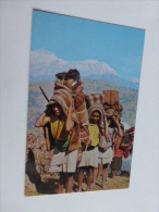 NEPAL TYPICAL NEPALESE PORTERS ANNAPURNA RANGE   @ VUE RECTO/VERSO AVEC BORDS - Nepal