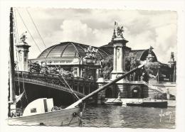 Cp, 75, Paris, Le Grand Palais,  Voyagée - Francia