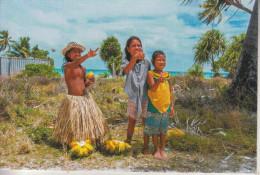 République De KIRIBATI - De Magnifiques Enfants, Dans Leurs Habits De Tous Les Jours - Kiribati