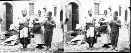 104 - MONASTIR BOMBARDE TYPE FEMMES ET ENFANTS - 1916-  BALKANS - GRECE - - Plaques De Verre