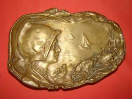 Cendrier En Bronze époque Début 20éme - Bronces