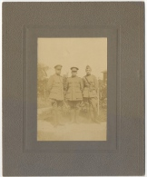 "Foto/Photo. Militaria. ""Dans Le Jardin Du Secrétaire Communal De Crombeke (Mr Garmyn-Demets) 1916"" 3 Officiers. - Krieg, Militär"