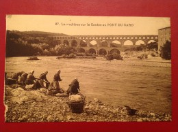 30 Gard Lavandièressur Le Gardon Au Pont Du Gard - Vergèze