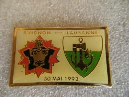Pin´s Militaria 7éme Régiment Du Génie D'Avignon Et Sapeurs De Lausanne Suisse,époxy. - Army