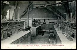 Cpa Du 59 Lille Institut National Du Nord Laboratoire Des élèves De 3è Année  PZ6 - Lille