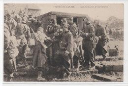 Visions De Guerre - Courte Halte Près D' Une Fontaine   (73821) - Guerra 1914-18