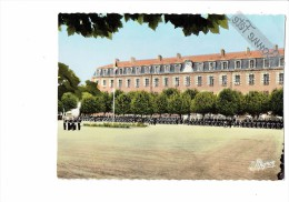 89 . SENS . ECOLE DE POLICE . LA COUR D´HONNEUR - Gendarme Uniforme Moto - Polizia – Gendarmeria