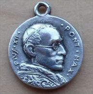 Mad-503Médaille Ancienne Pius XII Au Dos Gravé Petrus - Godsdienst & Esoterisme