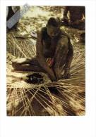 AFRIQUE - TCHAD - Palic - homme mi-nu tressant un manier � coton - N�6511