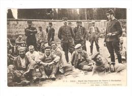 CPA : 82 - Montauban : Dépot De Prisonniers De Guerre à Montauban - Groupe De Priosnniers + Soldats Dans Une Cour - Guerre 1914-18