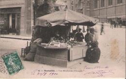MARSEILLE 25 UNE MARCHANDE D'ORANGES 1910 (ANIMATION) - Old Professions