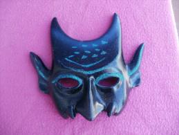 Masque Vénitien En Platre Fond Bleu Très Foncé Et Paillettes, à Suspendre - Carnaval