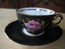 Tasse à Moka Et Sa Soucoupe     Décor De Feuillages Or  Et Rose Rose - Tasses