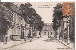 THOUARS (D S) 30 LA GARE DES VOYAGEURS - Thouars