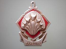 """Insigne Du Batîment De Messageries Maritimes """" Cambodge """" Guerre D'Indochine - Marine"""