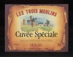 Etiquette De Vin De Table -  Les Trois Moulins - Cuvée Spéciale - Ets Mahé à 22610 - Windmills