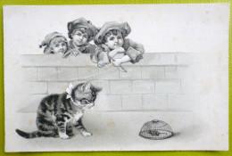 Litho Chromo Relief  Precurseur Illustrateur Chat Chaton  Devant Piege Souris Et Enfant Derriere Mur - Chats