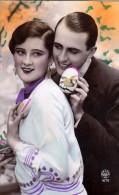 AK PAARE COUPLE COOPIE OSTERN EASTER EI  KÜNSTLERKARTE ,.FOTOGRAFIE Nr.1672. NOYER ALTE POSTKARTE 1929 - Couples