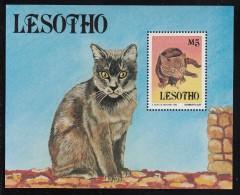 Lesotho MNH Scott #992A Souvenir Sheet 5m Brown Cat With Mouse - Domestic Cats - Lesotho (1966-...)