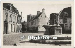 MONT-CASSEL - Une Vieille Fontaine - Au Fond, La Tour De L'Eglise - N° 2 - Cassel