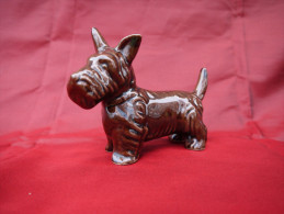 Ancienne Miniature  En Barbotine émaillée. Chien  Schnauzer . - Ceramics & Pottery