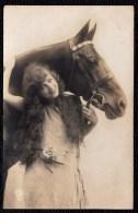 SUPERBE FILLE AVEC SON CHEVAL - CARTE PHOTO - Femmes