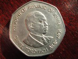 KENYA 1985  FIVE SHILLINGS  ARAP MOI  SEVEN SIDED USED COIN - Kenya