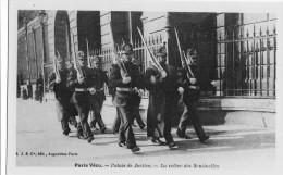 CP Paris Vécu La Relève Des Sentinelles - Petits Métiers à Paris