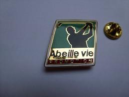 Superbe pin�s en EGF , assurance mutuelle , Abeille Vie Promotion , golf