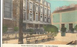 Hauts De Seine : Ecole St Nicolas, La Cour D'Honneur - Issy Les Moulineaux
