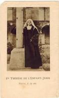 """IMAGE PIEUSE RELIGIEUSE HOLY CARD SANTINI  : """" Sainte Thérèse De L'Enfant Jésus Novice à 15 Ans """" Jeter Des Fleurs - Imágenes Religiosas"""