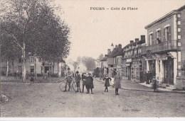 58  FOURS  Coin De La PLACE Animée  ENFANTS VELO  Commerces En 1918 - France
