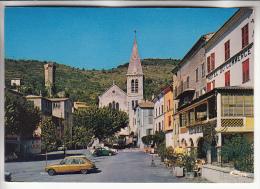CASTELLANE 05 - La Place L'Eglise La Tour ( Bon Plan R16 Renault ) - CPSM CPM GF - - France