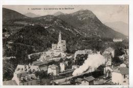 65 - LOURDES . VUE GÉNÉRALE DE LA BASILIQUE (TRAIN) - Ref. N°3928 - - Lourdes