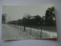 PHOTO LA VIE DU RAIL  TRAIN EXPRESS ENTRE PARIS ET MANTES VERS POISSY - Eisenbahnen