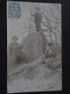 """PROMENADE En AUVERGNE - Marcheurs - Carte-photo """"précurseur"""" - Voyagée Le 25 Décembre 1903 - Auvergne"""