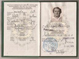 ITALIA 1973  REPUBBLICA ITALIANA PASSPORT -PASSEPORT - PASAPORTE Issued By ITALIAN EMBASSY In URUGUAY - REVENUE STAMPS - Documentos Históricos