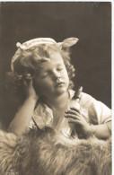 Jolie Fillette,  Avec Son Biberon - Visage Très Doux - Photo AE N° 2536/6 - 2 Scans - Portraits