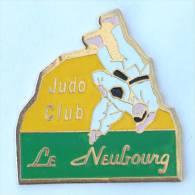 Pin's Judo Club LE NEUBOURG (27) -  Judoka En Plein Combat - Randori - D1254 - Judo