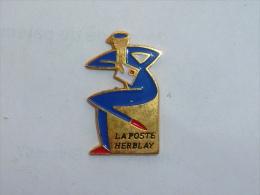 Pin's FACTEUR, LA POSTE D HERBLAY - Postwesen