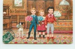 BON SOUVENIR - Enfants Aux Bouquets (carte Gaufrée). - Groupes D'enfants & Familles