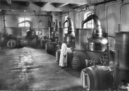 Lot De 2 Cartes - Distillerie De La Grande Chartreuse à Voiron - Alambics ; Foudres En Chêne De Russie - Voiron