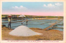 44 Loire Atlantique-BATZ Sur Mer-Dans Les Marais Salants Enlèvement Du Sel à La Gède (Editions Chapeau N°1741)*PRIX FIXE - Batz-sur-Mer (Bourg De B.)