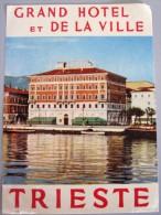 HOTEL PENSIONE ALBERGO DE LA VILLE TRIESTE ITALIA ITALY DECAL STICKER LUGGAGE LABEL ETIQUETTE AUFKLEBER - Hotel Labels