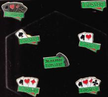 BOITE PRESENTOIR NEUVE ROUGE ET NOIR DE 7 PIN'S ANNEES 1990/1992 ? FDJ - F.D.J. TAPIS VERT FRANCAISE DES JEUX LOTERIE LO - Games