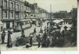 LOURDES La Place Marcadal (tram Et Marché) - Lourdes